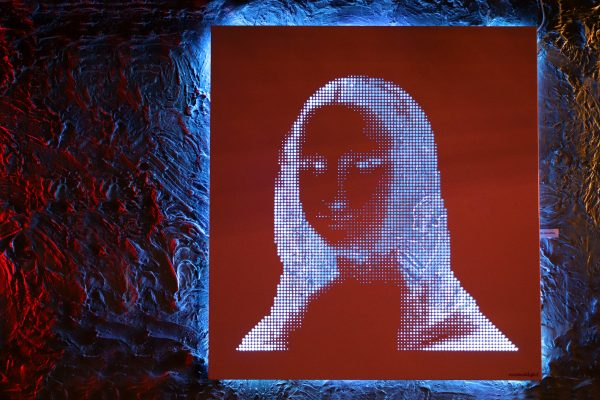 Vasilios Roumeliotis - Mona Lisa - pink-blue light